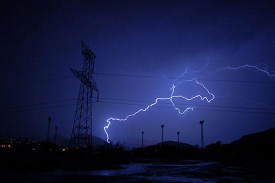 【キャンプ】登山で雷! 落雷を受けても生き延びる!! その1