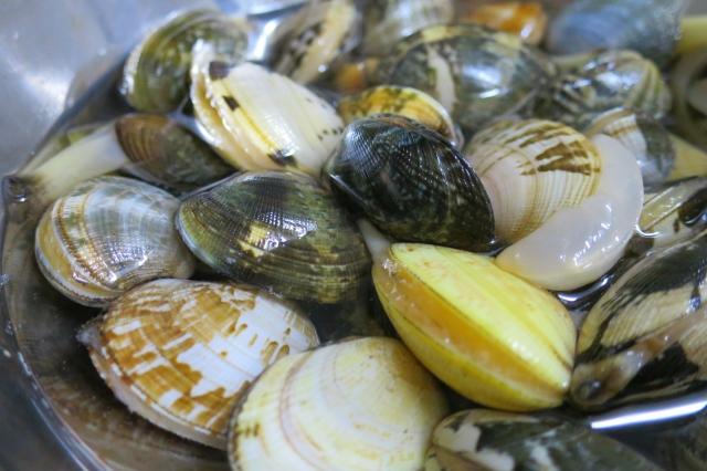 「アサリの砂抜き」と「野菜の50度洗い」、「塩水」と「味の素」とか