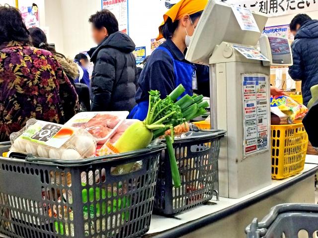 サービス介助士のいる店での買い物かごの取り扱い、及び客の民度について